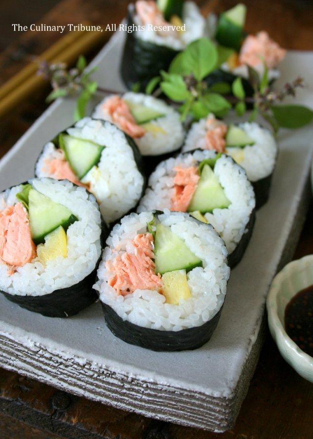 The Culinary Tribune › Salmon Sushi Rolls 鮭寿司ロール